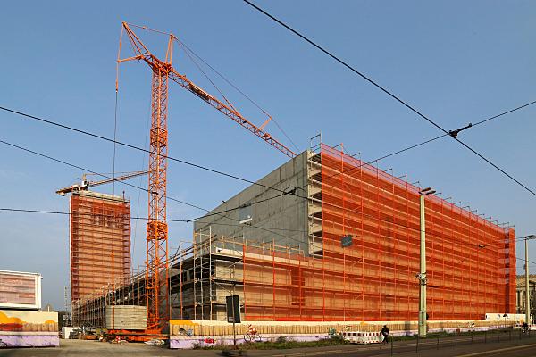 Bilddokumentation rote Container und Kran.
