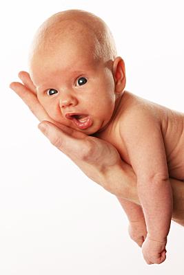 Portaritfoto von einem Baby auf der Hand