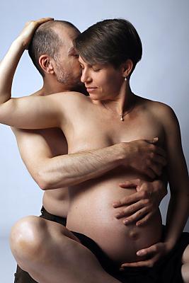 erotisches Schwangerschaftfoto von einer Paar
