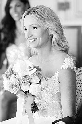 wunderschönes Foto in schwarz-weiss von der Braut