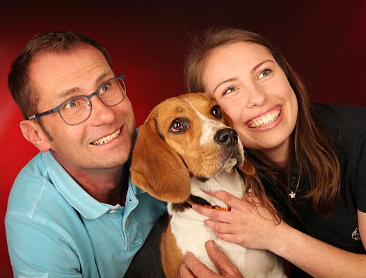 Familienfoto mit dem Haustier